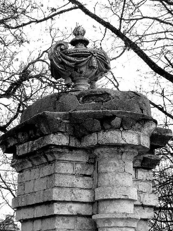 фрагмент колонны усадьбы из фильма «Бронзовая птица»
